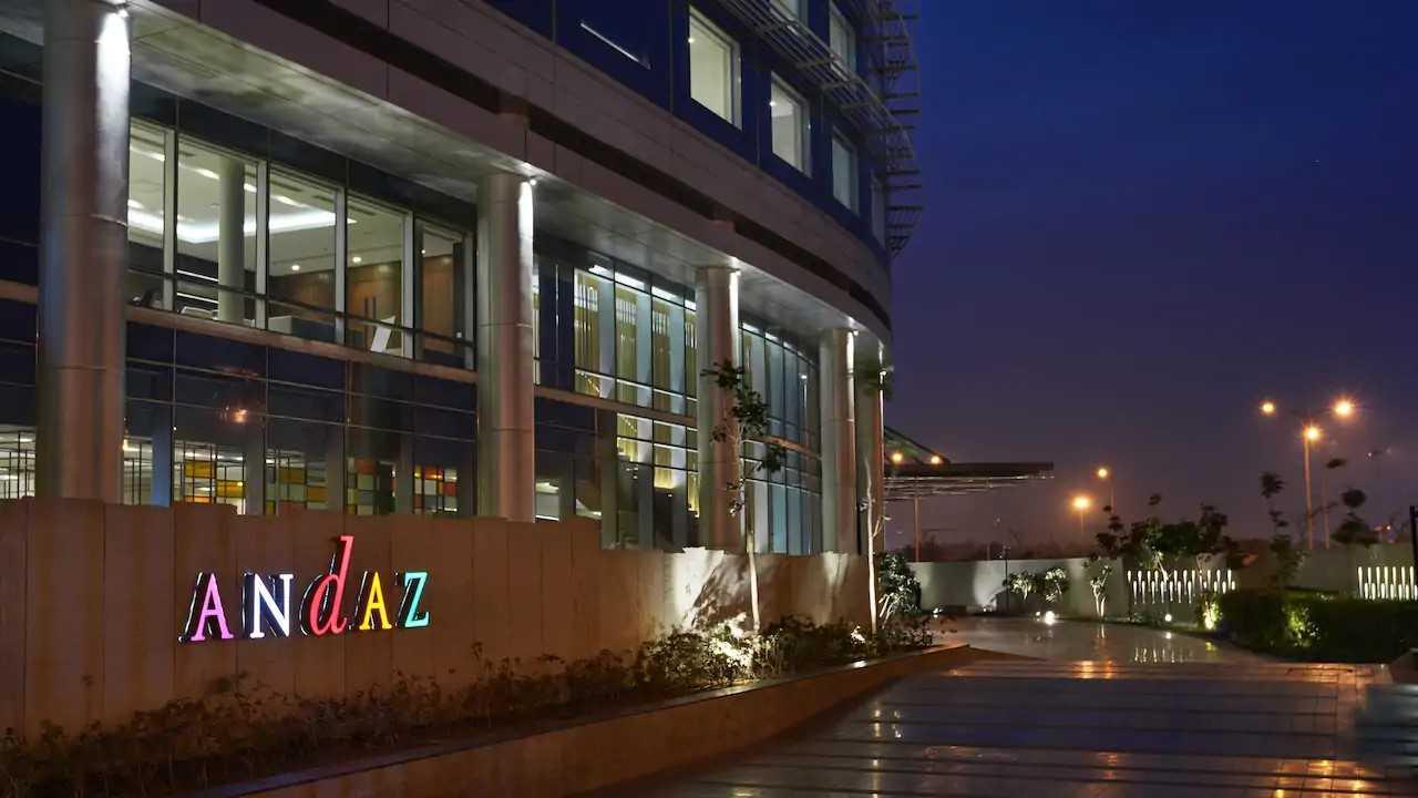 Andaz-Delhi-P023-Entrance